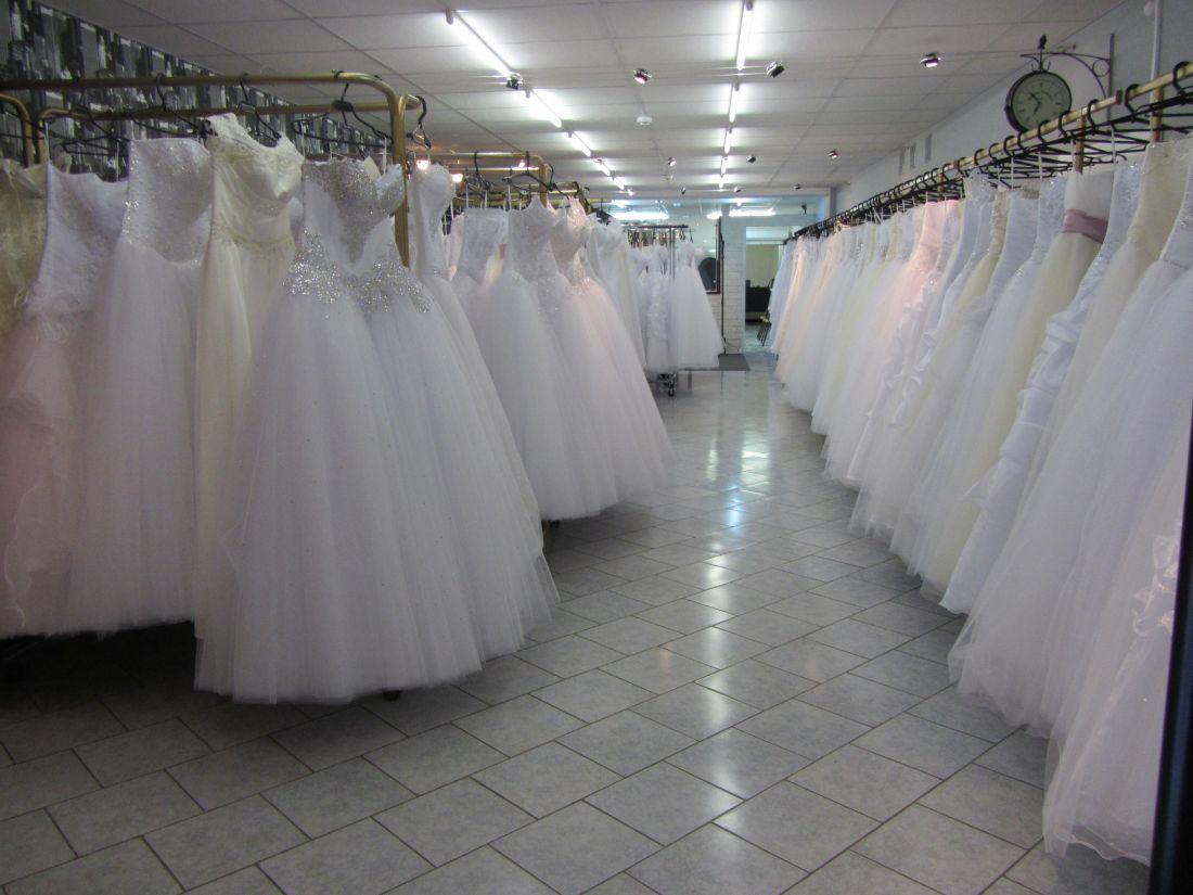 Поїздка в салон на примірку весільного плаття