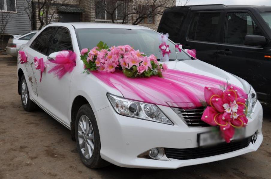 Як прикрасити машину на весілля: поради і тренди