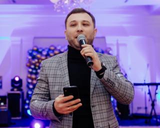 Ведучий Олександр Степаненко
